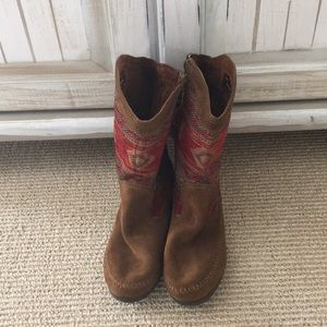 Suede boots by Minnetonka Moccasin